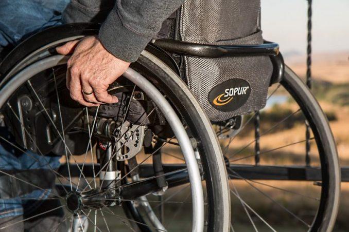 Morgan Wheeler Helps Disabled Veteran In A Walmart Parking Lot