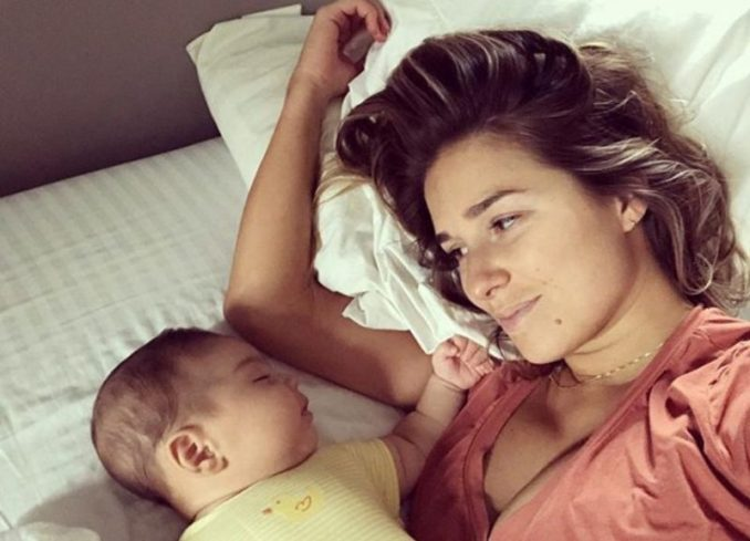 Jessie James Gets Roasted Over Breastfeeding Pic, Fires Back